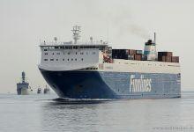 Finnbreeze (Ro/Ro Cargo, 188m x 27m, IMO:9468889) captured 15.06.2012.